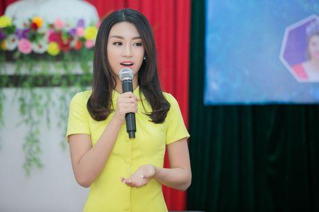 Tan Hoa hau My Linh xinh dep ruc ro, 'ket doi' cung Duc Tuan trong du an quang ba du lich - Anh 7