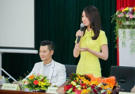 Tan Hoa hau My Linh xinh dep ruc ro, 'ket doi' cung Duc Tuan trong du an quang ba du lich - Anh 8