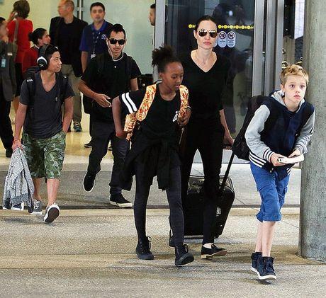 Cac con cua Angelina Jolie van xin me quay lai voi Brad Pitt - Anh 1
