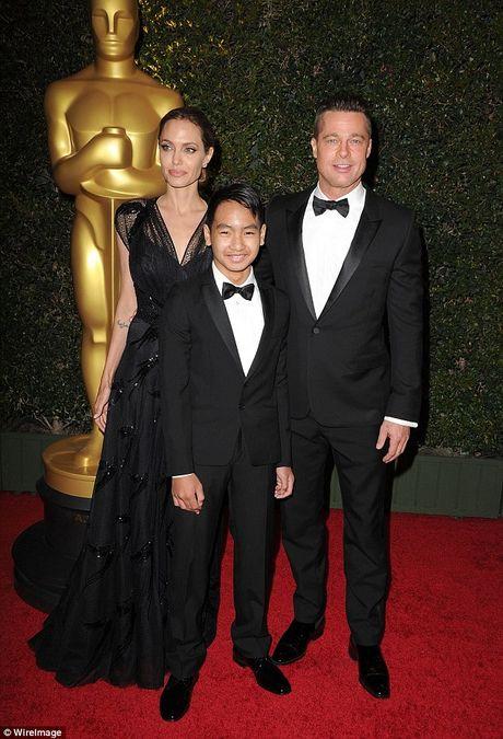 Cac con cua Angelina Jolie van xin me quay lai voi Brad Pitt - Anh 2