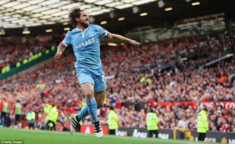 Chum anh tran hoa that vong cua Man Utd truoc Stoke City tren san nha Old Trafford - Anh 10