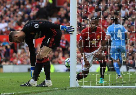 Chum anh tran hoa that vong cua Man Utd truoc Stoke City tren san nha Old Trafford - Anh 11