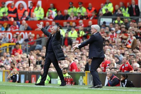Chum anh tran hoa that vong cua Man Utd truoc Stoke City tren san nha Old Trafford - Anh 12