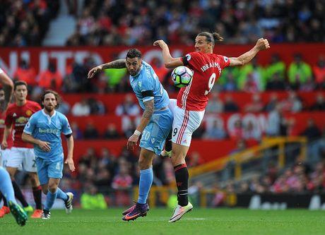Chum anh tran hoa that vong cua Man Utd truoc Stoke City tren san nha Old Trafford - Anh 2