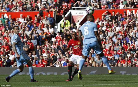 Chum anh tran hoa that vong cua Man Utd truoc Stoke City tren san nha Old Trafford - Anh 7