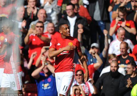 Chum anh tran hoa that vong cua Man Utd truoc Stoke City tren san nha Old Trafford - Anh 8