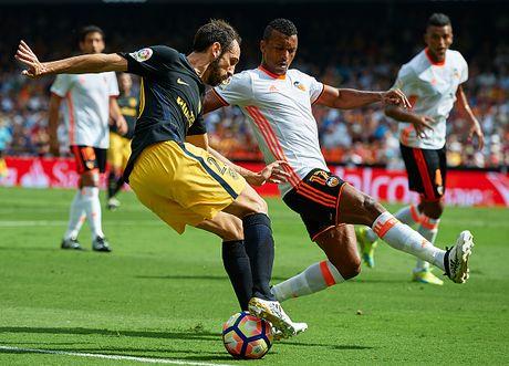 Atletico thang Valencia du da hong 2 qua phat den - Anh 2