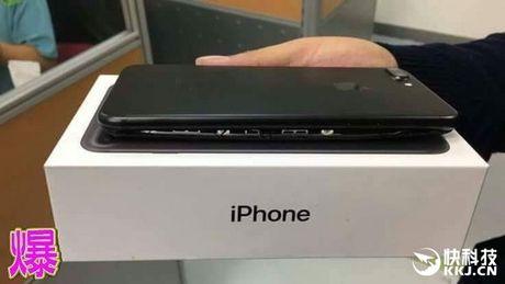 Het iPhone 7, den luot iPhone 7 Plus cung suyt phat no - Anh 1