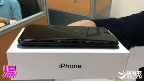 Het iPhone 7, den luot iPhone 7 Plus cung suyt phat no - Anh 2