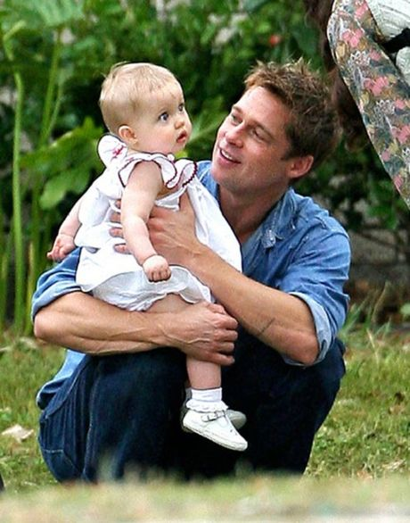 Brad Pitt, Angelina Jolie ly hon: Ai moi la nguoi dau don nhat? - Anh 1
