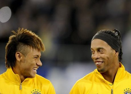 Ronaldinho noi gi ve Neymar, Messi va quang thoi gian tai Barcelona? - Anh 1