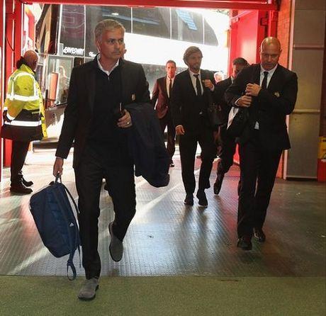 18h00, TRUC TIEP Man United - Stoke City: Doi cho song sat Rashford - Ibrahimovic. Rooney lai du bi - Anh 1