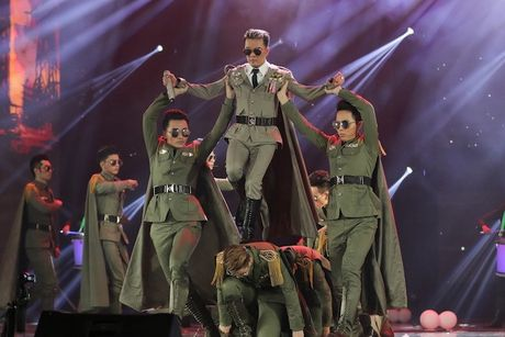 Choang ngop 'Sieu show kim cuong' nua trieu USD cua Dam Vinh Hung - Anh 25