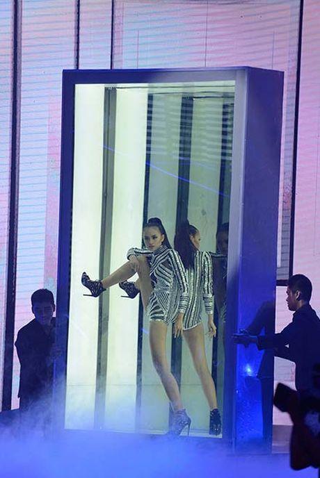 Ngam hanh trinh 'lot xac' cua Quan quan Ngoc Chau VN Next Top Model - Anh 14
