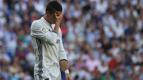 Ronaldo khoi dau te hai nhat sau 6 nam - Anh 1