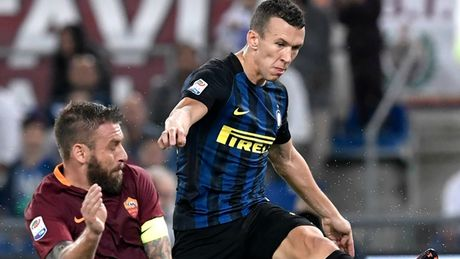 That bai truoc Roma, Inter ngam ngui nhin doi thu lot vao top 3 - Anh 2