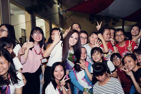 Mai Phuong Thuy tu tin do sac cung A hau Thuy Dung - Anh 12