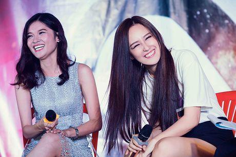 Mai Phuong Thuy tu tin do sac cung A hau Thuy Dung - Anh 5