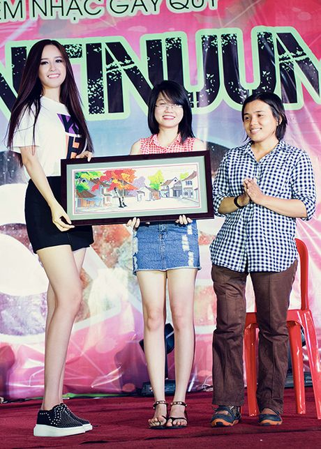 Mai Phuong Thuy tu tin do sac cung A hau Thuy Dung - Anh 8
