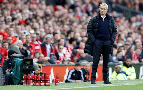 Mourinho 'no' tung bung du M.U bi doi cuoi bang cam hoa - Anh 1