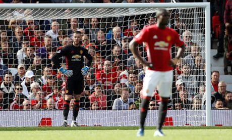 Mourinho 'no' tung bung du M.U bi doi cuoi bang cam hoa - Anh 2