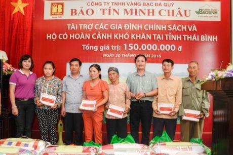 Bao Tin Minh Chau trao tu thien 150 trieu dong tai Thai Thuy - Thai Binh - Anh 2
