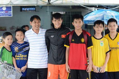 "Xuan Truong ra san, Cong Vinh thu hut CDV ""nhi"" - Anh 1"