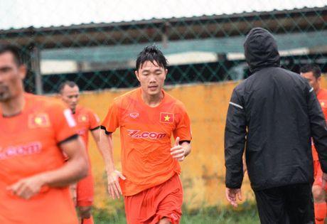 "Xuan Truong ra san, Cong Vinh thu hut CDV ""nhi"" - Anh 2"