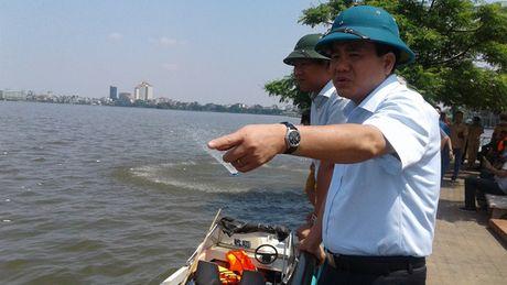 Clip Chu tich Ha Noi truc chien xu ly vu ca chet trang Ho Tay - Anh 1
