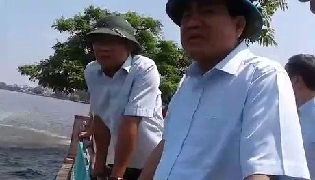 Clip Chu tich Ha Noi truc chien xu ly vu ca chet trang Ho Tay - Anh 3