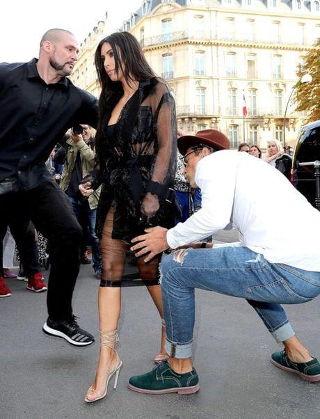 Kim Kardashian bi chia sung vao dau giua dem khuya tai Paris - Anh 3