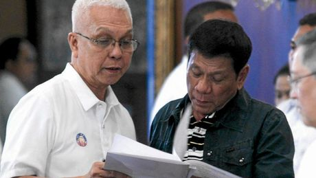 Bo truong Noi cac Philippines diem mat nhom dao chinh dinh lat do ong Duterte - Anh 1