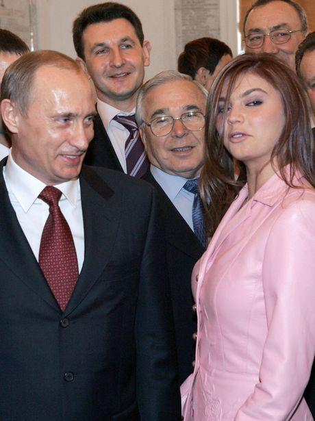 Nguoi tinh tin don cua ong Putin xuat hien cung hai be trai - Anh 2
