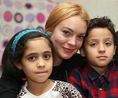 Lindsay Lohan bi tai nan cat lia nua ngon tay - Anh 3