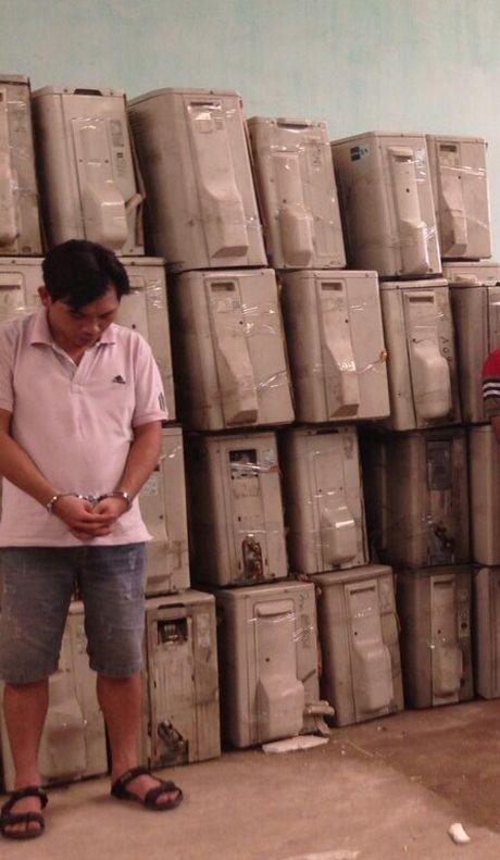 Khoi to 2 chu hang nhap lau 6 container hang hoa - Anh 1