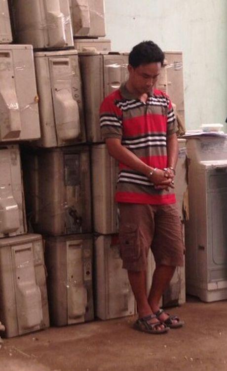 Khoi to 2 chu hang nhap lau 6 container hang hoa - Anh 2