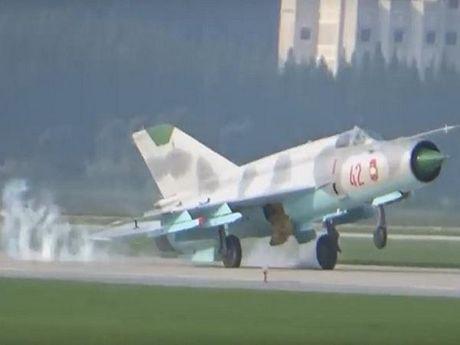 MiG-21 Trieu Tien gap loi ha canh trong man trinh dien khong quan dau tien - Anh 1