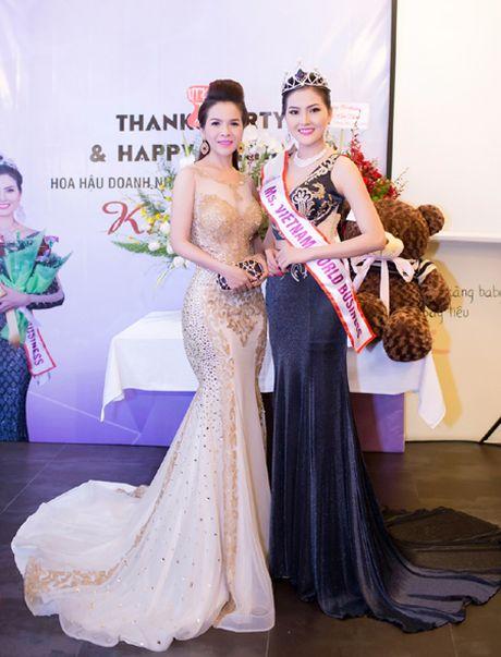 Hoa hau Kim Thoa rang ngoi trong tiec mung sinh nhat - Anh 1