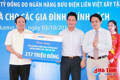 Lien Viet Post Bank tai tro 19,5 ty xay dung ha tang xa Son Tan - Anh 2