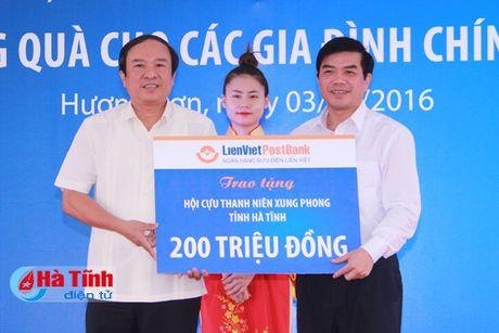 Lien Viet Post Bank tai tro 19,5 ty xay dung ha tang xa Son Tan - Anh 3