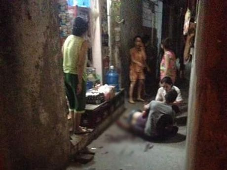 Ha Noi: Ron nguoi canh chong cu truy sat vo, em vo trong dem - Anh 1