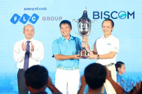 "An tuong ""vo tien khoang hau"" tai giai FLC Golf Championship 2016 - Anh 1"