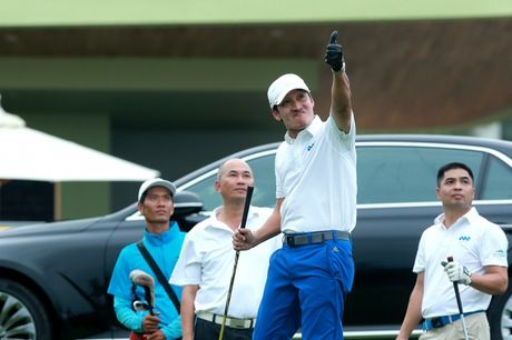 "An tuong ""vo tien khoang hau"" tai giai FLC Golf Championship 2016 - Anh 5"