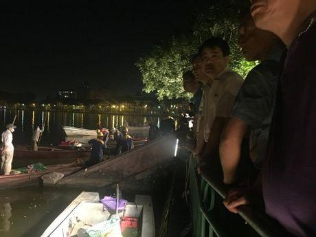 Ca chet noi trang Ho Tay: Chu tich Chung dich than ra hien truong luc nua khuya - Anh 7
