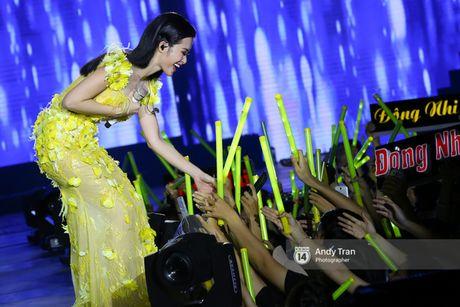 15.000 khan gia phu kin SVD Quan khu 7, bung chay cung liveshow dang cap cua Dong Nhi - Anh 11