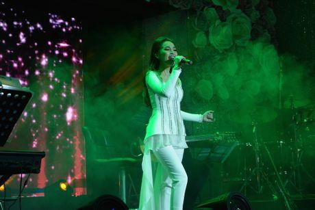 Hien Thuc thang hoa trong dem nhac acoustic - Anh 1
