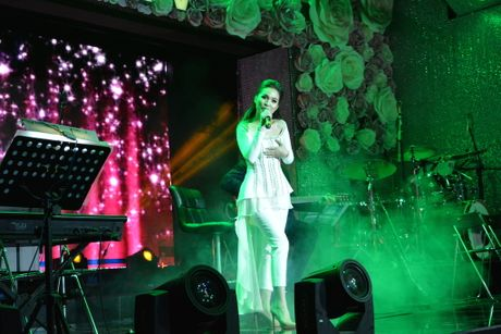 Hien Thuc thang hoa trong dem nhac acoustic - Anh 2