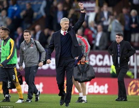 Wenger thua nhan Arsenal da may man khi thang Burnley - Anh 2