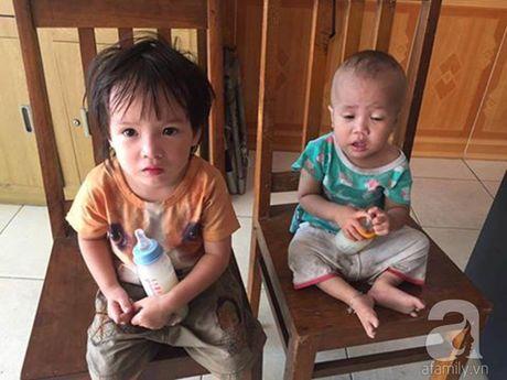 """Hai Phong: Hai nguoi la mat mang hai chau be """"bo roi"""" tai tru so Cong an roi di mat - Anh 1"""