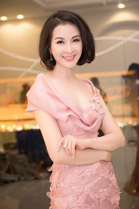 My nhan Viet U40, U50 an van goi cam quen tuoi tac - Anh 3